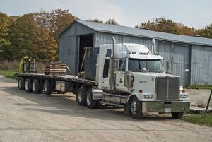 Western star 6x4 artic unit with a 4 axle lift trailer, the trailer is a flat bed