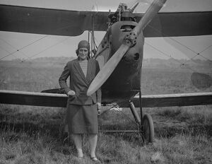 1920s/air flying machines/woman competitor round england flight miss w