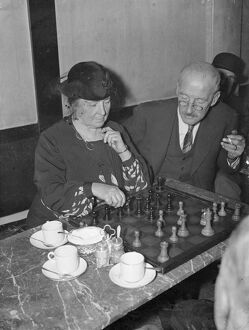 Women's champion runs city cafe devoted chess