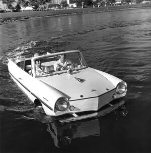 The Youngs cruise along in the lake. The entire body of the amphicar floats on both