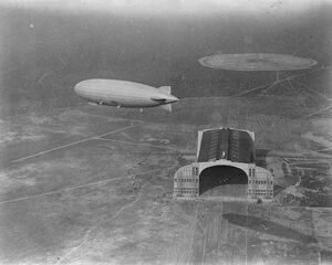 The Zeppelin 's arrival at Lakehurst. A striking view of the ZR3 arriving at the